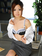 Arousing Iroha Kawashima strips at her work