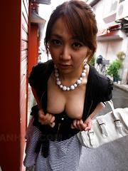 Hot slut Ryo Akanishi shows her sexy body