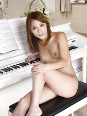 Japanese lady Shion Akimoto shows her body