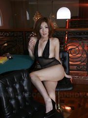 Yuna Hirose showing off in some sexy lingerie